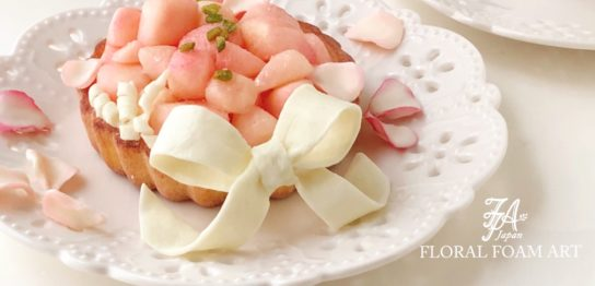 フローラルフォームで制作した桃とホワイトチョコレートのデザート